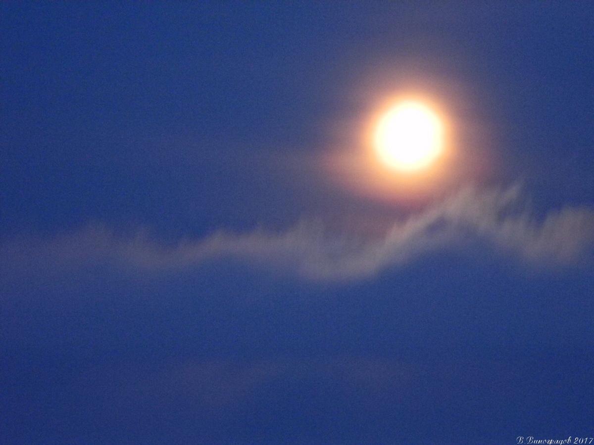 Луна над Байкалом