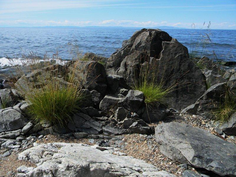 Каменистый берег Байкала