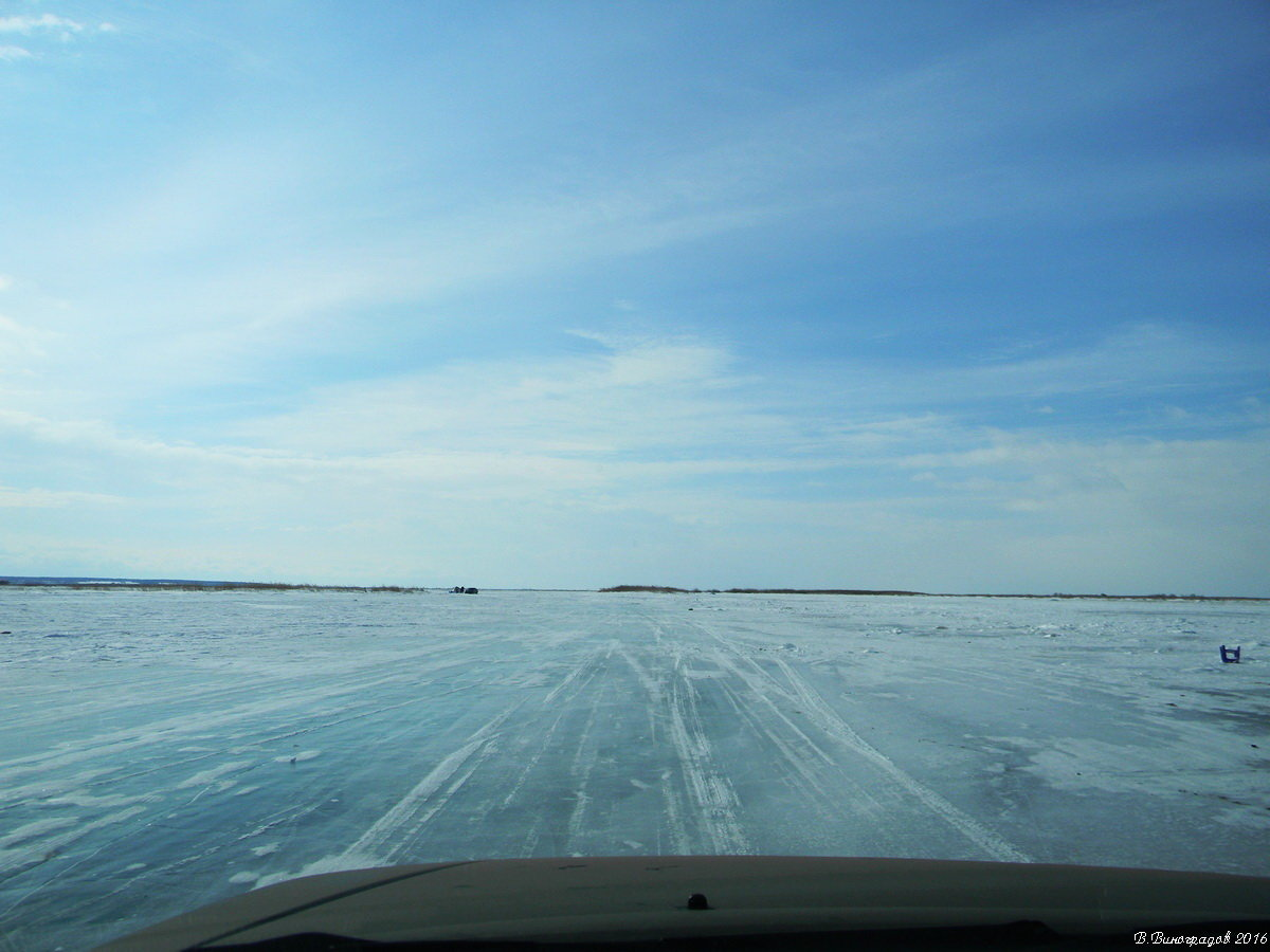 Ледовая дорога. По Байкалу