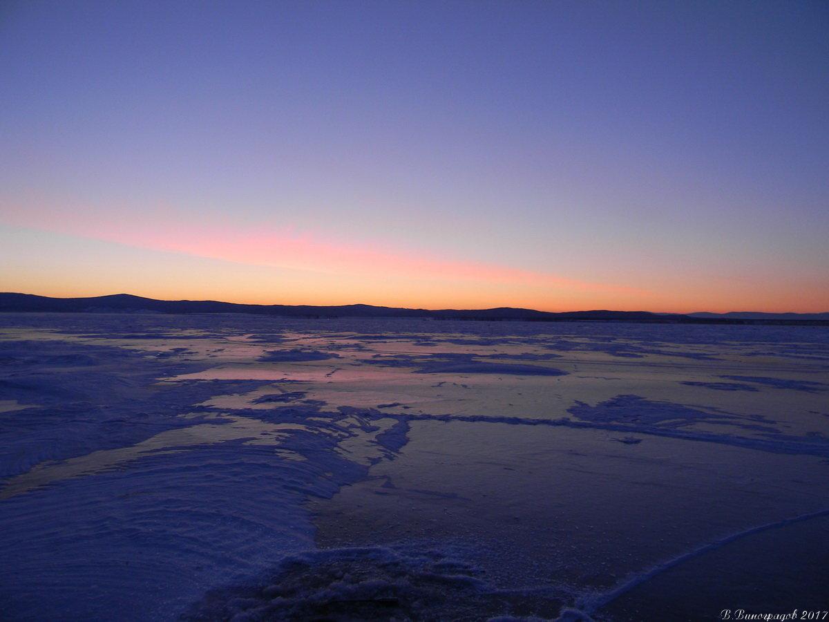 Зимний рассвет на Байкале