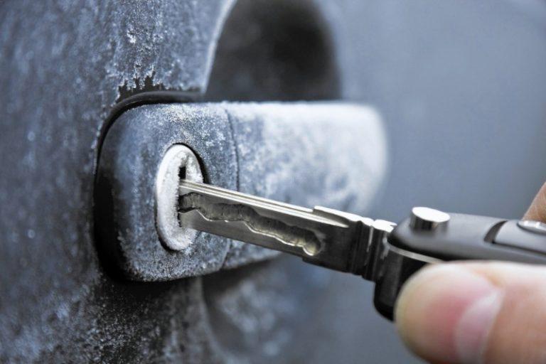 замки дверей автомобиля